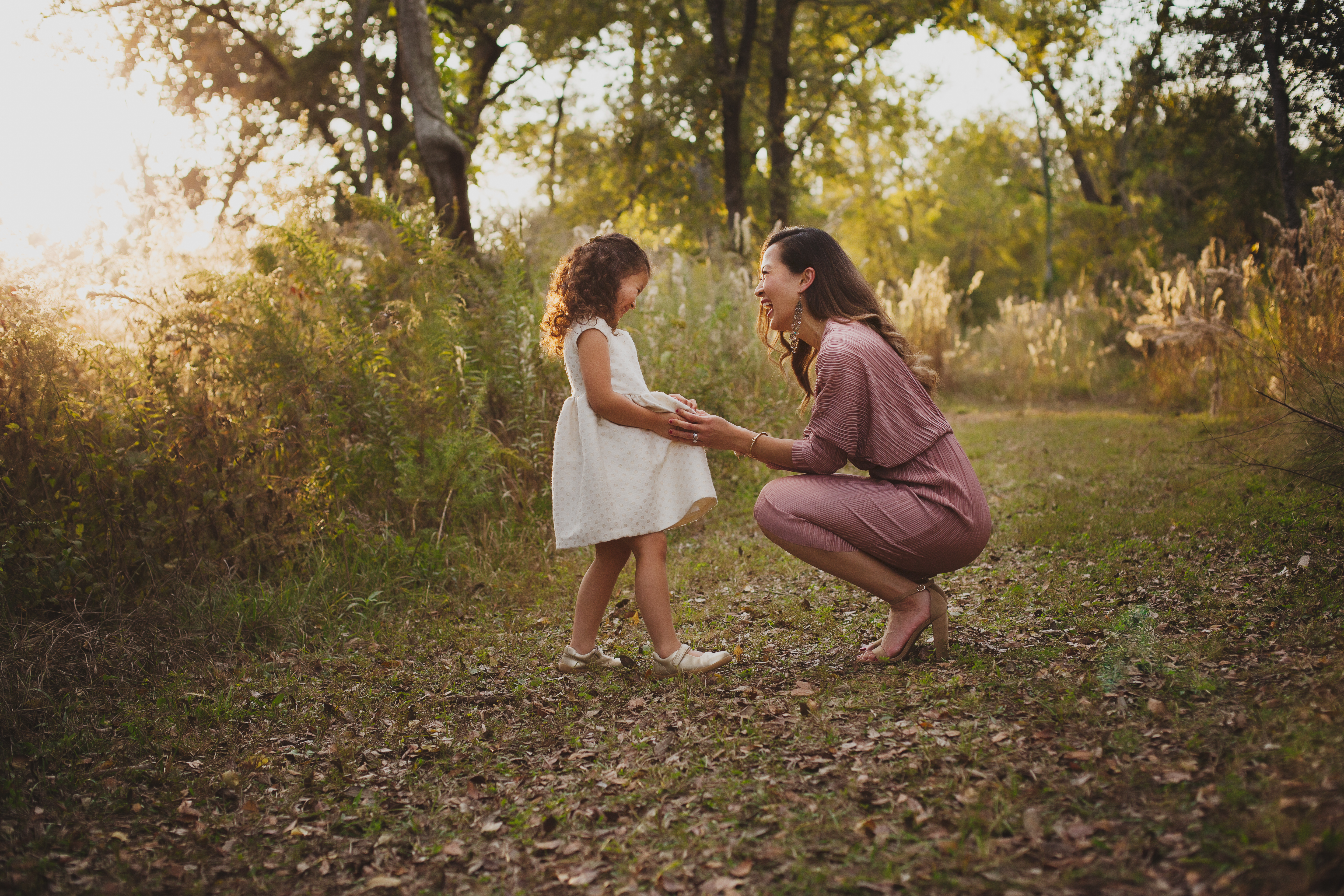 sweet mother daughter photography ideas - a beautiful rawr